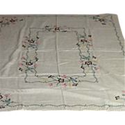 SALE Exquisite Vintage Embroidered Linen Tablecloth with Napkins.