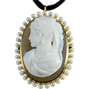 Antique Victorian hard stone carved cameo brooch/pendant gold 14 k and pearls