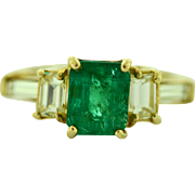 Vintage Emerald Diamond Cocktail Ring in 14 kt Yellow Gold