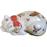 Japanese TOYO Hand painted Porcelain Sleeping Cat