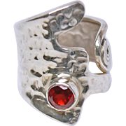 Abstract Garnet Polished Hammered Sterling Silver Size 7 Ring c1980s