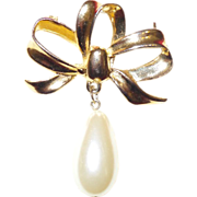 Vintage Triple Loop Bow Brooch With Simulated Pearl