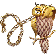 REDUCED Razza 'Bashful Owl' Resin and Goldtone Pendant Necklace