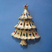 REDUCED ~ 1/2 Off ~ Vintage J.J. Small Christmas Tree Pin Brooch with ...