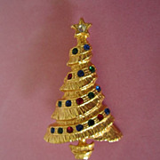 REDUCED 1/2 OFF! ~ Vintage Gold Tone Christmas Tree with Rhinestones Pin Brooch ~