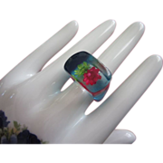 REDUCED Vintage Lucite Ring with Tiny Embedded Flowers, Size 8 ~ REDUCED!