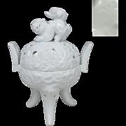 Japanese Vintage Arita Mikawachi Hirado 平戸 Porcelain Koro with Foo Dog by the Famous Moemo