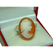 SALE Pretty Antique 18ct Gold Oval Shaped Cameo Gemstone Ring.