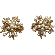 SALE Vintage Miriam Haskell Gold - Tone Simulated Pearl And Rhinestone Floral Starburst Clip .