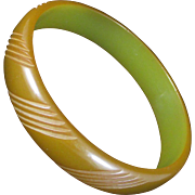 Carved BAKELITE bangle. Brown and green