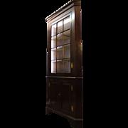 Henkel Harris Genuine Mahogany 12-Pane Lighted Corner Cabinet/Cupboard