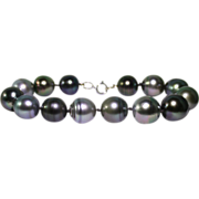 Cultured South Sea pearls bracelet.