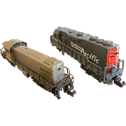 Pair of N-Scale Model Train Engines - Grey Southern Pacific