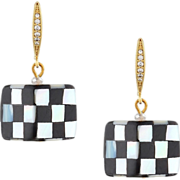 Black and white drop earrings made of mother of pearls