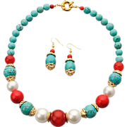 Set of collar necklace and earrings in white, blue and red colors: turquoise, imitation pearls