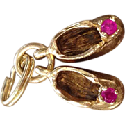 10k Yellow Gold, 2 synthetic Ruby, Baby Shoes Charm / charms Vintage