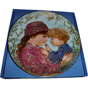 "EDNA HIBEL Mother Day collector plate , 1988"" SARAH AND TESS"" 8 1/2 INCH,"