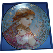 "EDNA HIBEL Mother Day collector plate , 1986"" EMILY AND JENNIFER """
