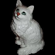 SALE Very nice BESWICK  white sitting cat, vintage great BLUE EYES,