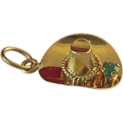 Vintage 18k Gold Charm/Pendant Hat With Pretty Emerald