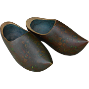 ***Vintage/old WOODEN SHOES, cute for your doll !****