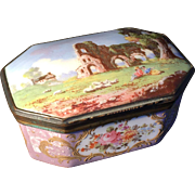SALE 18th c Bilston Battersea Enamel box. Excellent condition.