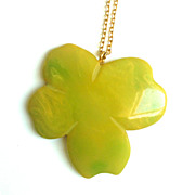 Bakelite Marbled 4 Leaf Clover Pendant on Chain