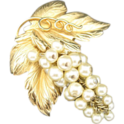 Grape cluster Pin Gold Tone Leaves Fake Pearls Very Chic