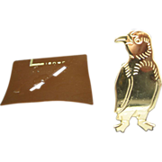 Penguin Pin Gold Tone Metal Lisner New Old Stock