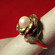 SALE Elegant 14 K Gold Solitaire Pearl Ring