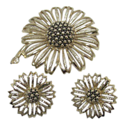 SALE Stunning Sarah Coventry Silver Tone Brooch Set