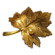Sarah Coventry Gold tone Leaf Pin Brooch