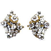 Vintage Robert White Glass Flower Seed Bead And Rhinestone Clip Back Earrings