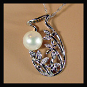 """14K White Gold Necklace with Cultured Pearl on Vase Pendant and 18"""" Chain"""