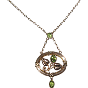 Peridot Edwardian Gold Necklace with Pearl