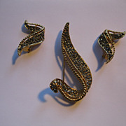 Vintage Gray Rhinestone Pin/Broach & Clip Earrings Set---Set in a Gold Tone Metal