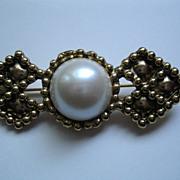 Vintage Large Faux White Maubi Pearl Pin Broach