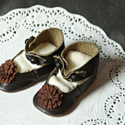 SOLD CM Styled Shoes in Softest Leather w/ Rosettes sz. 5