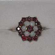 REDUCED Beautiful vintage Garnet and opal ring 1976