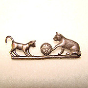 Awesome STERLING Silver PLAYING CATS Estate Brooch