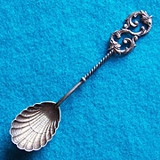 Gorgeous ANTIQUE STERLING Shell Bowl Estate Spoon