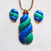 Awesome BLUE & GREEN THERMOSET Vintage Necklace Set