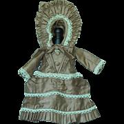 Wonderful vintage doll dress & bonnet