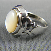 Attractive Sterling Silver And Mother of Pearl Ring   1970's