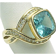 14K Yellow Gold 2.50 Carat Princess Blue Topaz Ring