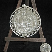 "Mother of Pearl carved pendant ""The Lord's Last Supper"""