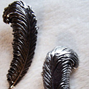 SALE Sarah Coventry ~ Vintage PLUME/FEATHER 1980's Silver-Tone Earrings ~ Very Sophisticated .