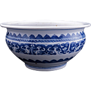 Chinese blue and white lipped porcelain bowl with archaistic design 19th century