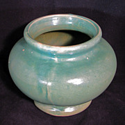 REDUCED Medium-sized Arts and Crafts semi-gloss green pottery vase - Early 20th century