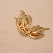REDUCED Vintage Trifari Gold-Tone Ribbon Brooch